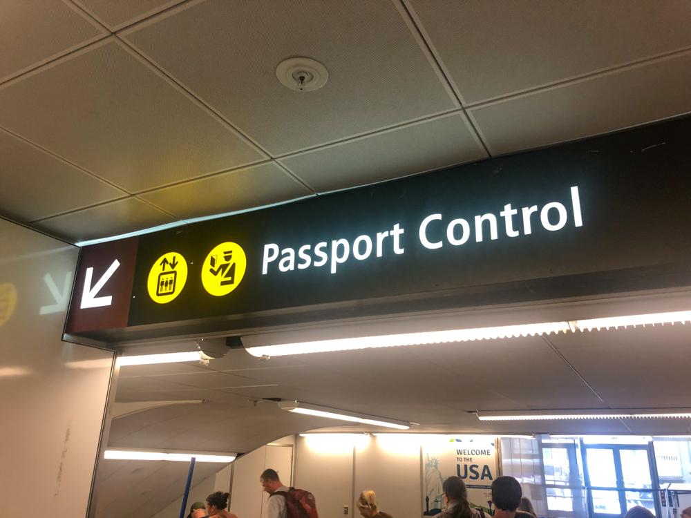 Lang wachten bij paspoortcontrole Amerika